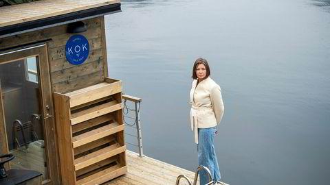 Kok-gründer Kristin Lorange som driver badstubåter i Oslofjorden, måtte stenge og permittere alle ansatte. Hun er usikker på om tiltakene regjeringen har lagt frem vil hjelpe bedriften nok.