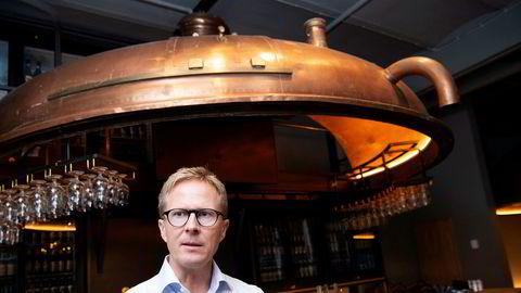Administrerende direktør Anders Røed i bryggeriselskapet Ringnes sier at drikkevarebransjen ser en klar effekt av at grensene til Sverige er stengt på grunn av korona.