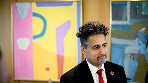 Flere bransjeorganisasjoner er bekymret for konsekvensene av konflikten mellom TV 2 og Telia og vil ha et møte med kulturminister Abid Raja.