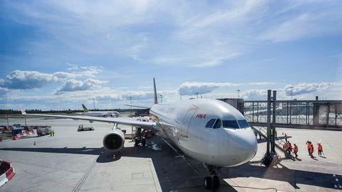 Kinesiske Hainan Airlines startet direkterute mellom Oslo og Beijing i fjor, og hadde tre ukentlige avganger gjennom sommeren. Her fra første avgang på Oslo lufthavn. Selskapet har ikke bekreftet at det kommer tilbake igjen.