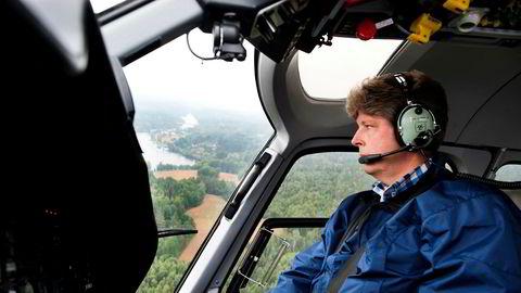 Alf Ulven er en lidenskapelig helikopterentusiast og drev i flere år med lufttransport av gull i Ghana. Nå vil investoren og politikeren bygge 350 ferieleiligheter i Toscana. Her er han avbildet under valgkampen i Aremark i 2011.