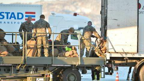 Over 5.000 soldater fra Nato-land skal øve i Norge i år. Det er mange år siden øvingsaktivitet har vært så stor, og regjeringen vil ha flere på fast basis. Her fra da 300 soldater fra det amerikanske marinekorpset (USMC) landet Værnes i Trøndelag i 2017.