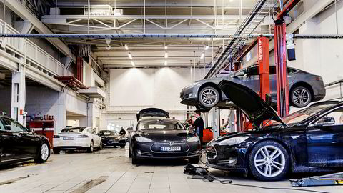 Tesla får dårlig skussmål fra kundene for servicen ved verkstedene. Illustrasjonsbilde fra Teslas servicesenter på Skøyen i Oslo.