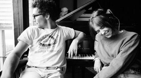 Claire Cottril, alias Clairo (til høyre), fremstår med stor autoritet på singer/songwriter-albumet «Sling», med god hjelp fra produsent Jack Antonoff.