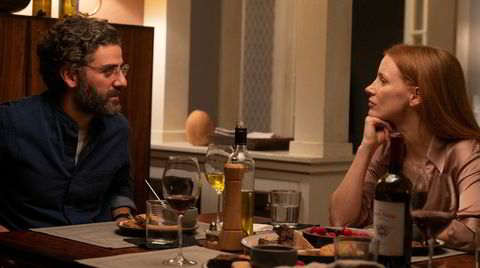 Jessica Chastain og Oscar Isaac står ikke noe tilbake for Liv Ullmann og Erland Josephson i Ingmar Bergmans original. Men statusen til Bergmans klassiker er ikke truet.