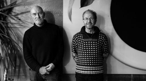 Veteraner. Noen 25-årsfeiring har ikke Jan Olav Jensen (til venstre) og Børre Skodvin stelt i stand – de foretrekker å se fremover. For D2 har arkitektene imidlertid tatt seg tid til å huske helt tilbake til startåret 1995, da de påbegynte Liasanden-rasteplassen, et av de fem prosjektene de peker på som sine viktigste.