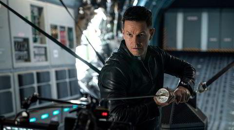 Det står om klodens fremtid når evig reinkarnerte Evan (Mark Wahlberg) møter Bathurst (Chiwetel Ejiofor) til duell i «Infinite».