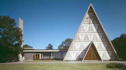 Ikke bare Y-blokk. Det var egentlig arkitekt Ove Bang som skulle ha bygget Bakkehaugen kirke, men etter han døde i 1942 tok Viksjø over og ferdigstilte kirken etter modifiserte tegninger. I dag er den en av hans mest kjente bygg.