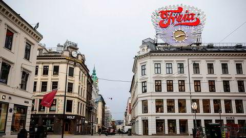 Vi trenger ulike smitteverntiltak for ulike regioner, skriver artikkelforfatteren. Her fra Karl Johans gate i Oslo under nedstengingen av landet.