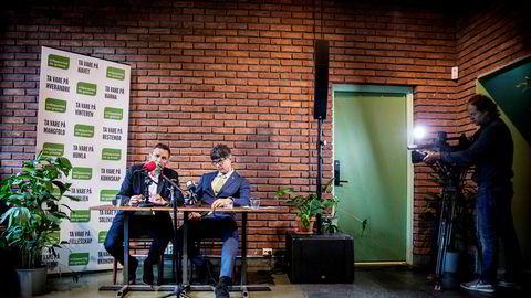 MDGs nyvalgte talsperson Arild Hermstad og avtroppende stortingsrepresentant Per Espen Stoknes oppsummerte et underlig år i norsk politikk. For psykologen Stoknes har det midlertidige oppholdet på Stortinget vært en spesiell opplevelse. Foto: Ole Berg-Rusten/NTB Scanpix