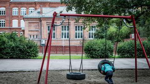 Barn er spesielt sårbare, og ethvert brudd på deres rettigheter kan ha livslange og irreversible konsekvenser for dem, skriver artikkelforfatterne.
