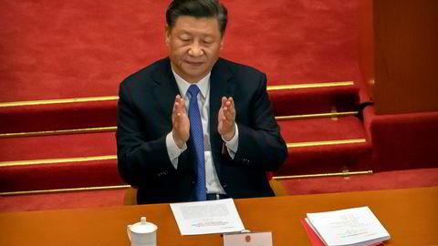 Kina har gjennom sin totale informasjonskontroll drevet frem nasjonalismen som ligger bak når «fremmede kulturer» hensynsløst knuses i Tibet og Øst-Turkestan, skriver artikkelforfatterne. Avbildet er president Xi Jinping.