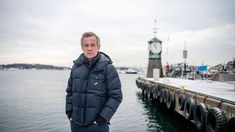Administrerende partner Morten Goller i Wiersholm måtte sende drøyt 200 kolleger på hjemmekontor mens hans selv sto i retten i mars i fjor. Selv om inntektene ble borte i en periode, har ikke Wiersholm permittert noen. To konkurrenter tenkte annerledes.