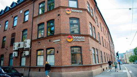 Sonans tilbyr videregåendefag for privatiser, og har rundt 8500 studenter på sine 14 privatistskoler.