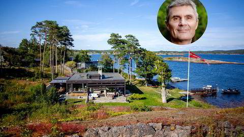 John Markus Lerviks advokat mener Statsforvalteren i Agder har fattet vedtak på feil grunnlag, og har nå sendt Kommunal- og regionaldepartementet søksmålsvarsel for å unngå at hytta på Lamøya i Larvik må rives.