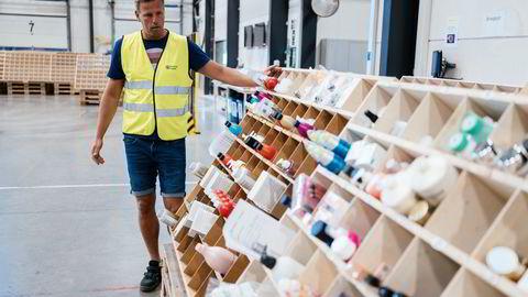 Einar Øgrey Brandsdal tok DN med på omvisning i hjembyen Kristiansand i fjor sommer. Her fra lageret til nettbutikken hans Blivakker.