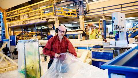 Oddbjørn Johannesen arbeider på fabrikken til Moelven ByggModul., hvor han har jobbet siden 1989. 2020 skulle bli et knallår for trevarekonsernet.