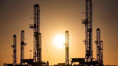 Opec+-forhandlingene om hvor mye olje som skal produseres fortsetter på dag tre, mandag.