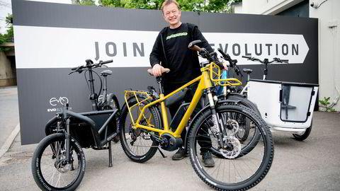 Hans Håvard Kvisle i Evo Elsykler sier kundene vil ha de beste og dyreste syklene.