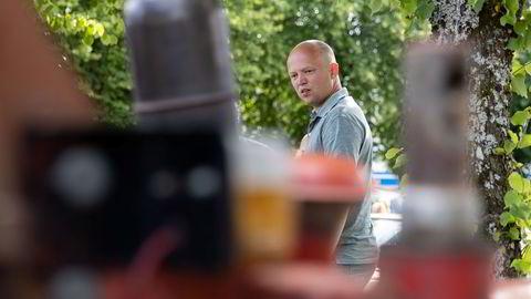 Trygve Slagsvold Vedum (Sp) møter bilmiljøet på Esso i Rakkestad under valgkampturné i Østfold.