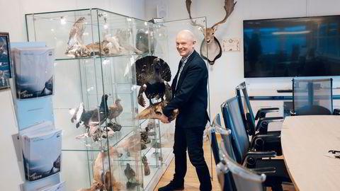 Fjoråret ble mye bedre enn fryktet for jaktentusiasten Ståle Kyllingstad. Her er han på kontoret på Sola der han har en rekke jakttrofeer utstilt.