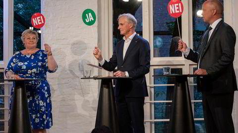 I politikernes ville velgerjakt må noen holde debattene edruelige: Den fjerde statsmakt, pressen, skriver artikkelforfatteren. Fra venstre statsminister Erna Solberg (H) og statsministerkandidatene Jonas Gahr Støre (Ap) og Trygve Slagsvold Vedum (Sp) i debatt på VGTV.