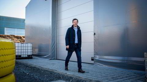 Plasthaller som dette er blitt et stadig vanligere syn, ikke bare for å dekke kortsiktige behov. Hallgruppen og toppsjef Lars Dalgaard passerte en halv milliard i fjor.