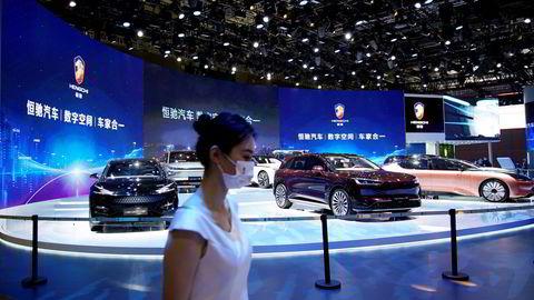 Det kinesiske eiendomsselskapet Evergrande Group har en gjeld på over 800 milliarder kroner. Selskapet har luftige planer om å satse på elbiler. Ikke en bil er solgt, men selskapet verdsettes til over 350 milliarder kroner. Her fra Auto Shanghai show i april.