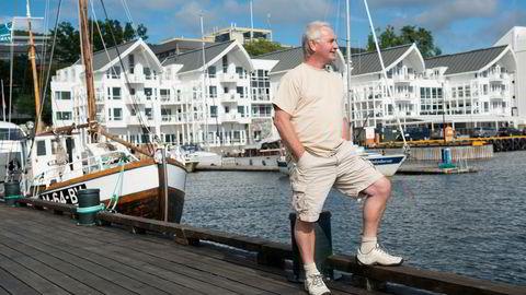 Erik Berg mener fornøyde ansatte ikke kan måles i poenger. Derfor har han beholdt de fleste ansatte på hotellene i Classic Norway-kjeden gjennom pandemien. Her er han avbildet foran Hotell Molde Fjordstuer.