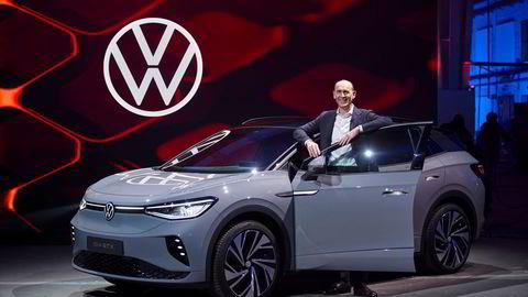 Volkswagen-sjef Ralf Brandstätter avduket denne uken den nye Volkswagen ID. 4 GTX.
