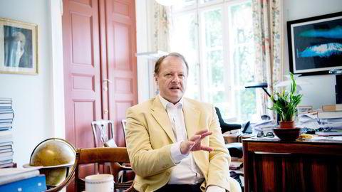 Professor Mads Andenæs hos Det juridiske fakultet ved Universitetet i Oslo reagerer på bonusredegjørelsen fra Norwegian.