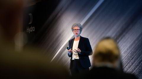 «Hva skulle regjeringen foretatt seg med Hydro-salget, Støre?», skrev DN i en lederartikkel og ba Ap-lederen si klart fra om partiet vil la politikerne overta styringen av Hydro. Konsernsjef Hilde Merete Aasheim i Hydro.