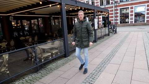 Christian Justnes, avdelingsleder i Agder for Fellesforbundet, sier stadig flere av hans medlemmer fra den hardt koronarammede hotell- og restaurantsektoren nå sliter med å betale regningene.