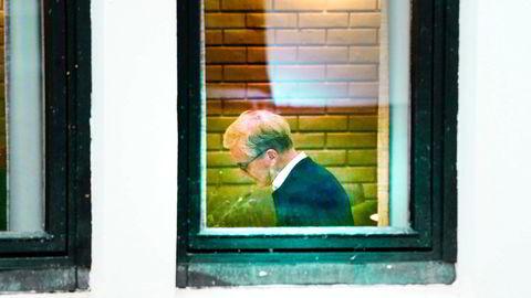 Jonas Gahr Støre på møterommet på Hurdalsjøen hotell til sonderinger mellom AP, SV og SP.