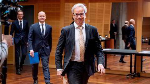 Øystein Olsen og Norges Bank satte som ventet styringsrenten opp 0,25 prosentpoeng torsdag. Bak sentralbanksjefen følger Ole Christian Bech-Moen (midten) og Torbjørn Hægeland.
