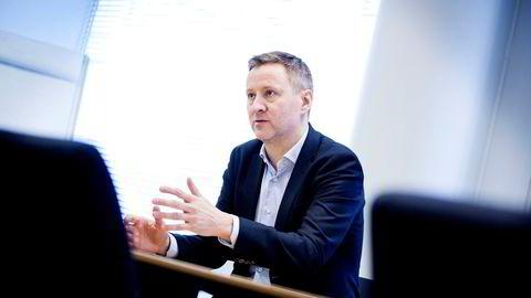 Sjeføkonom Frank Jullum i Danske Bank mener nå Norges Bank bør oppjustere prognosene for styringsrenten.