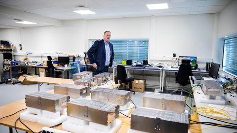 Hovedkontoret til Last Mile i Asker er en testlab blant annet for fremtidens smart-kommune. Her viser Hans-Jørgen Solli frem noe av teknologien som skal gjøre norske kommuner smartere.