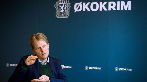 Økokrim-sjef Pål Lønseth viser hvor lite utbytte de klarer å ta inn fra hvitvasking. Nå skal det ryddes opp.