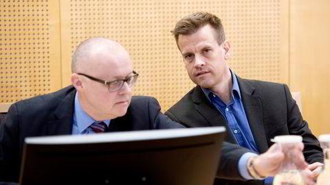 Arne Vigeland (til høyre) har gått på sitt andre nederlag i konflikten med syv tidligere styremedlemmer i RenoNorden. Per Gunnar Rymer (til venstre) har bistått Vigeland i saken. Bildet er fra da saken gikk for tingretten i 2019.