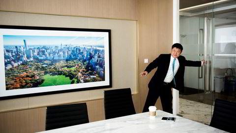 James Li er grunnlegger og styreformann i meglerhuset E. J. McKay & Co i Shanghai, og timeplanen er i liten grad påvirket av uroen i finansmarkedet. Her fra et møte med DN i 2017.