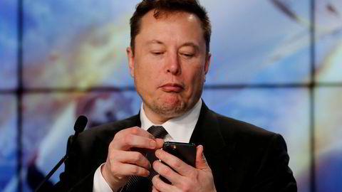 Tesla-sjef Elon Musk sa først at Tesla ville godta bitcoin som betalingsmiddel. Nå sier han at Tesla likevel ikke vil det på grunn av miljøhensyn, men presiserer at han har sterk tro på krypto.