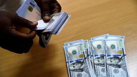 Matvareprisene øker over store deler av verden og noen av verdens fattigste land er hardest rammet. I Nigeria har valutaen svekket seg kraftig og matvareinflasjonen er på 22.9 percent.