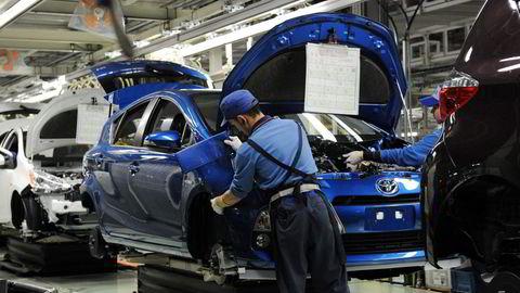 Toyota, som er verdens største bilprodusent, vil kutte produksjonen med 40 prosent i september. Årsaken er økt koronasmitte i Sørøst-Asia, som er et viktig ledd i selskapets forsyningskjede og mangel på databrikker.