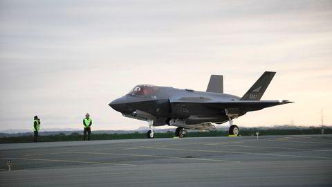 De ekstra bevilgningene til kampflyprogrammet utgjør mye av veksten i forsvarsbudsjettene.