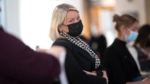 Justisminister Monica Mæland (H) vil opprettholde streng grensekontroll.