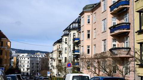 For de neste to årene ser Handelsbanken for seg at årsveksten i norske boligpriser vil avta til 3,0 prosent i 2022 og deretter til 1,5 prosent i 2023. Illustrasjonsfoto av leiligheter på Frogner i Oslo.