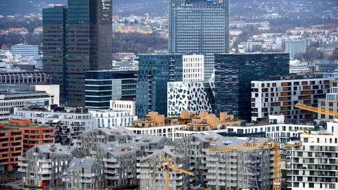I Oslo steg prisene i februar med 3,5 prosent nominelt og 2,4 prosent korrigert for sesongvariasjoner. Dette er den høyeste nominelle februarstigningen i Oslo som er registrert i statistikkens historie som går tilbake til 2003. Her fra boligbygging i Bjørvika.
