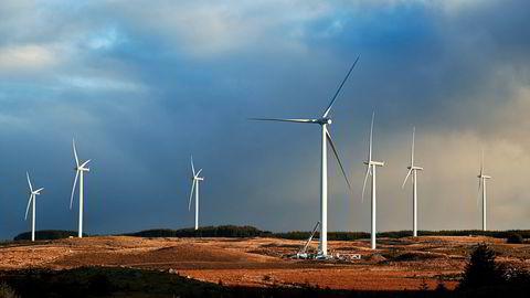 Vi klarer ikke å løse klimautfordringen dersom enkeltindivider organiserer seg mot vindkraft, skriver artikkelforfatterne.