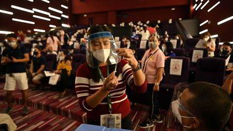 Daglig sendes det flylaster med vaksiner fra Kina til land i Asia, Afrika og Sør-Amerika. Her fra massevaksinering denne uken i den filippinske hovedstaden Manila, hvor Sinovac-vaksinen benyttes.