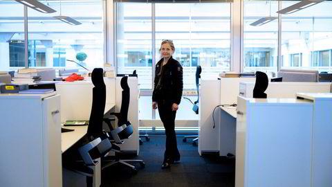 Christin Bøsterud administrerende direktør i EY, fotografert på deres hovedkontor i Bjørvika. I fremtiden vil ansatte kunne oppholde seg her, på kontormøteplasser eller på hjemmekontor.